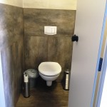 Toilette im Sanitärgebäude am Barracuda Beach