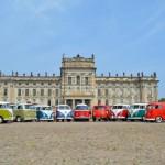 VW T1 - T5 vor dem Schloss